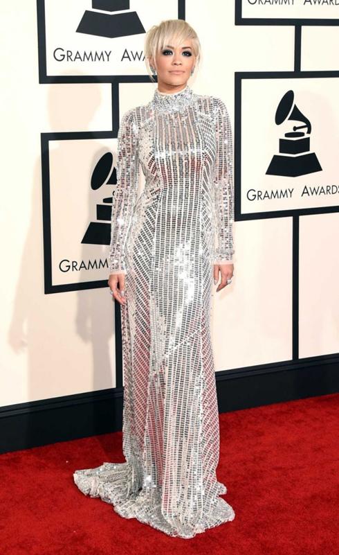 Rita Ora lộng lẫy với đầm metallic Prada