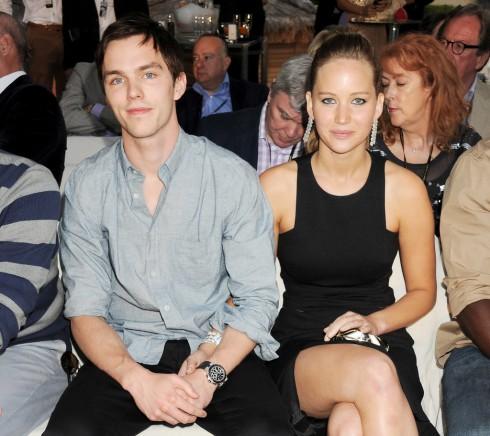 Jennier Lawrence và Nicholas Hoult vừa chia tay vào tháng 8 vừa qua sau 2 năm hẹn hò.
