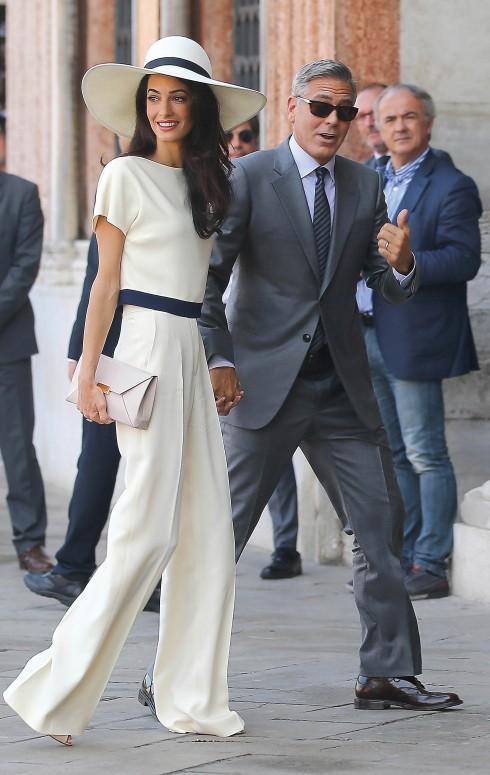 Amal thanh lịch trong trang phục của Stella McCartney