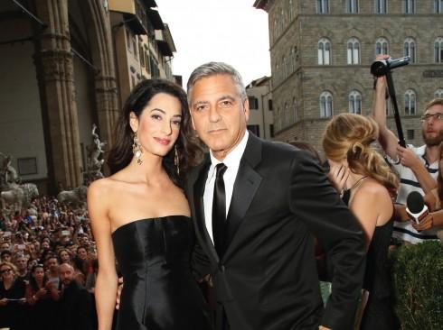 Amal mặc đầm Dolce & Gabbana tại một liên hoan phim