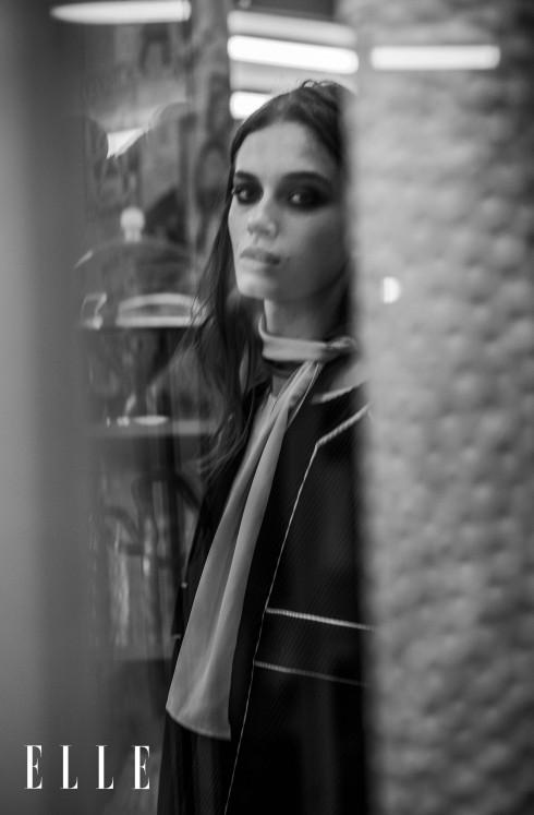 Áo khoác Chanel, Áo blouse satin, khăn quàng lụa Marni