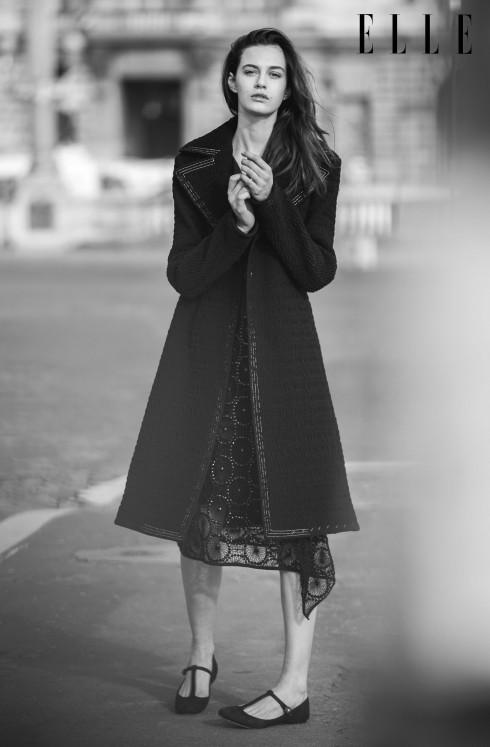 Đầm thêu Dries Van Noten, Áo khoác chất liệu nylon Céline, Giày ballet Dolce & Gabbana