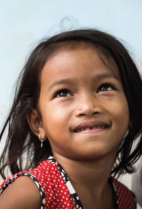 Một tấm ảnh chụp chân dung của một cô bé