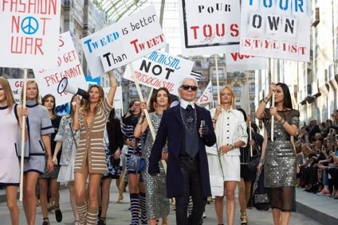 """""""Bạn biết không, ở Paris, mỗi tuần đều có nhiều cuộc biểu tình diễn ra"""" - Karl Lagerfeld"""