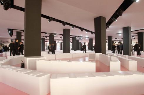 Thiết kế sân khấu với màu hồng ngọt ngào của Dior