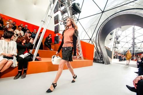 Sân khấu hiện đại trong show Louis Vuitton 2015