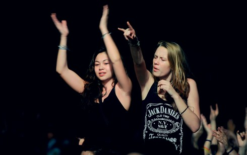 các festival âm nhạc là sự kết hợp giữa 2 yếu tố: thưởng thức âm nhạc và vui chơi, giải trí trong sự kiện festival.