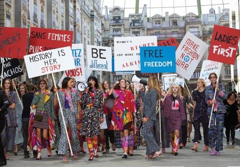 Và bạn biết đấy, ở Paris, tuần nào cũng có những cuộc diễu hành
