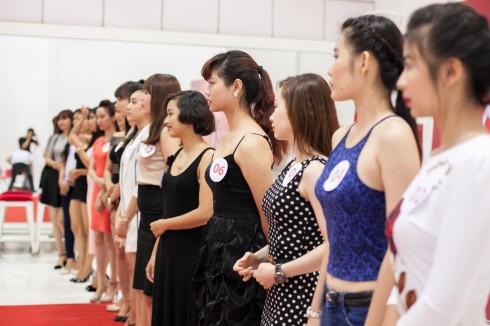 """Các thí sinh của cuộc thi """"Người Đẹp CA3"""" đang chuẩn bị cho phần thi của mình"""
