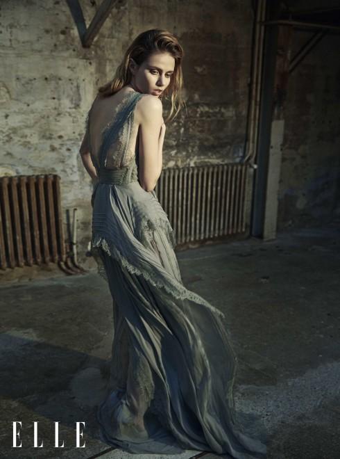 ELIE SAAB HAUTE COUTURE <br/>Đầm dài không có tay bằng ren