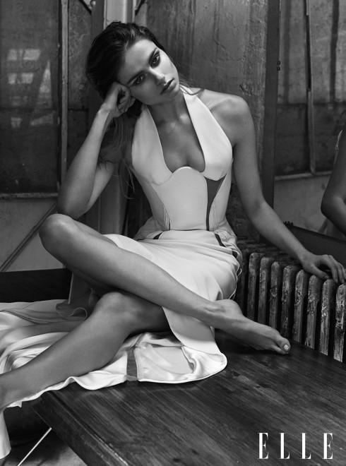 ATELIER VERSACE <br/>Đầm trắng dài với chi tiết cut-out