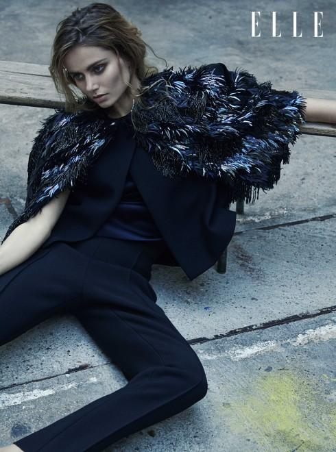 DICE KAYEK COUTURE <br/>Áo choàng thêu mặc cùng quần màu đen