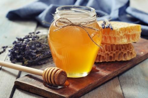 mật ong giúp trị mụn
