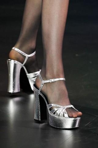 Sandal đế xuồng: xu hướng giày thời trang Xuân-Hè 2015