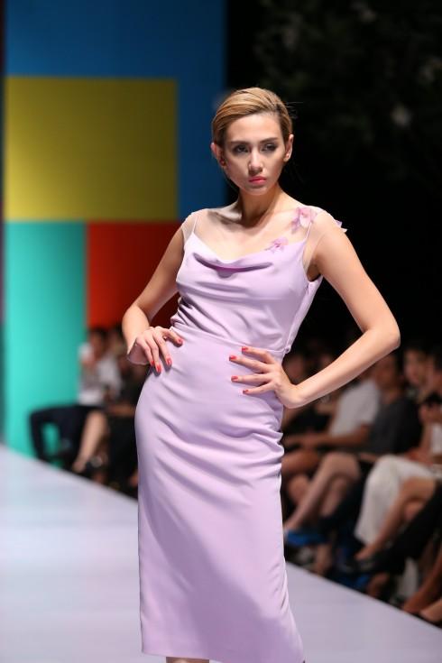 Siêu mẫu Hoàng Yến trong bộ sưu tập của NTK Giao Linh