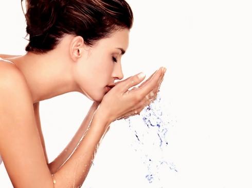 Sử dụng sữa rửa mặt dịu nhẹ