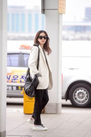 Diễn viên JUNG Ryeowon mang túi Girl CHANEL da màu đen tại Hàn Quốc
