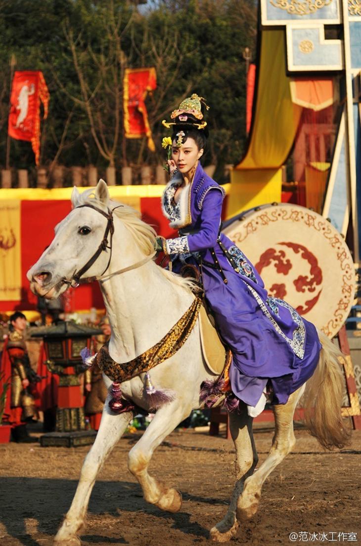 15 trang phục đẹp nhất của Phạm Băng Băng - Võ Tắc Thiên