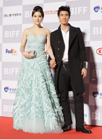 Tại Busan International Film Festival Phạm Băng Băng nổi bật trong bộ đầm màu xanh bạc hà của Zuhair Murad.