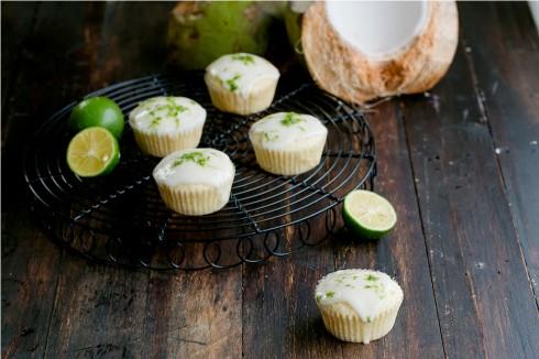 Cupcake dừa phủ kem chanh xanh
