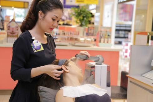 Khách hàng được dặn dò sử dụng thường xuyên để chăm chút cho làn da của mình