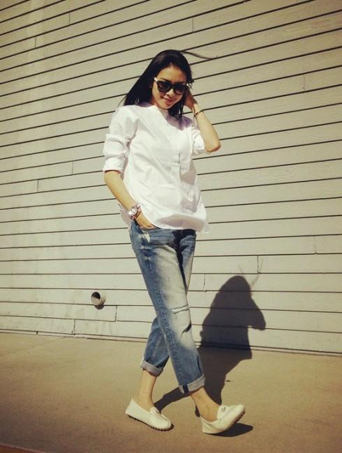 Quần jeans bụi bặm cũng nằm trong list trang phục ưa thích của ''đả nữ''. Những trang phục hàng ngày của cô thường rất giản dị, năng động, khỏe khoắn.
