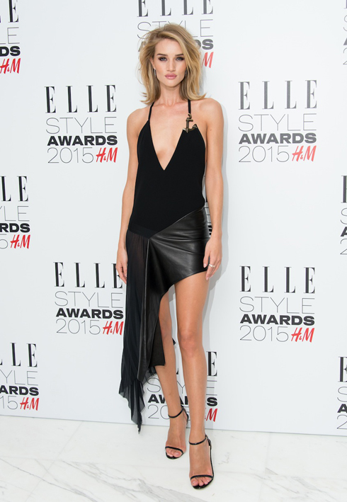Rosie Huntington-Whiteley mặc đầm đen của Anthony Vaccarello <br/>ELLE Style Awards 2015