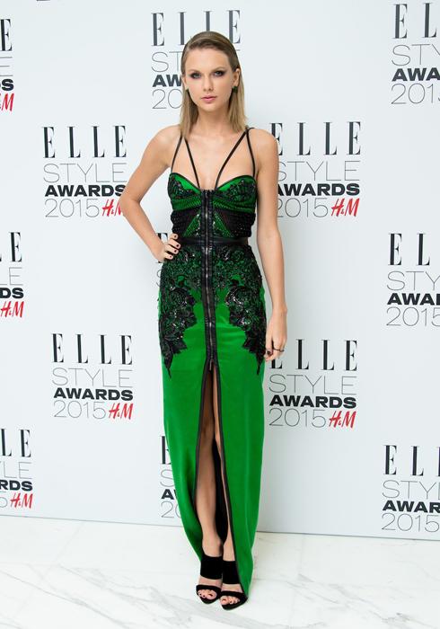 Taylor Swift trong trang phục  Julien MacDonald<br/>ELLE Style Awards 2015