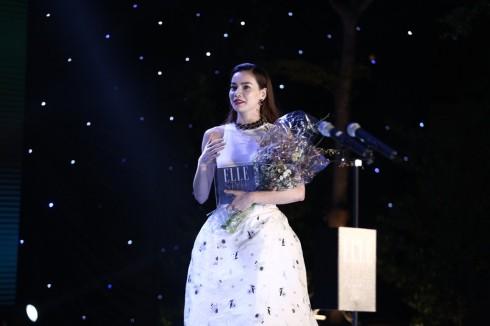 Ca sĩ Hồ Ngọc Hà lên nhận giải