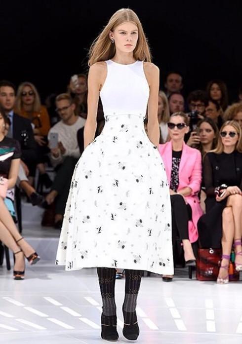 Mẫu thiết kế trong BST Xuân-Hè 2015 của Dior trên Runway