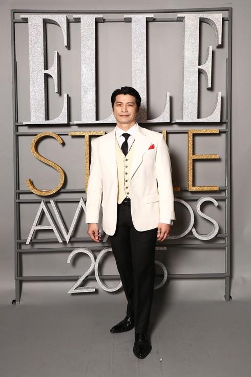 Đạo diễn Dustin Nguyễn đơn giản, lịch lãm trong trang phục Sir Tailor