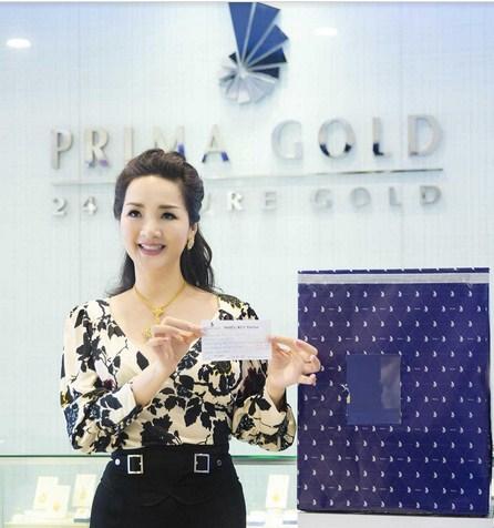 Trực tiếp bốc thăm là hoa hậu Giáng My - Đại sứ thương hiệu của nhãn hàng Prima Gold