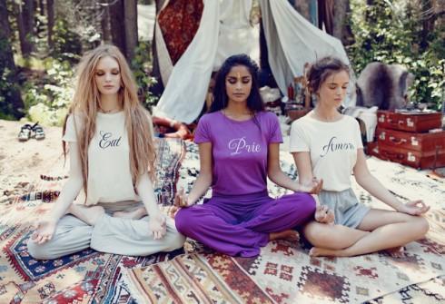 Những chiếc áo thun in chữ trong lookbook Xuân - Hè của thương hiệu Wildfox