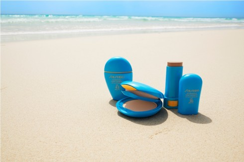 Nhớ đem theo kem chống nắng và các sản phẩm chống nắng khác khi đi du lịch mùa hè nhé