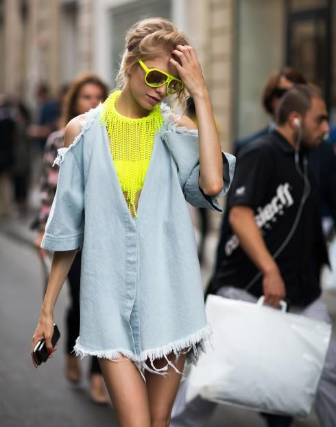 Trang phục Denim kết hợp với màu Neon nổi bật