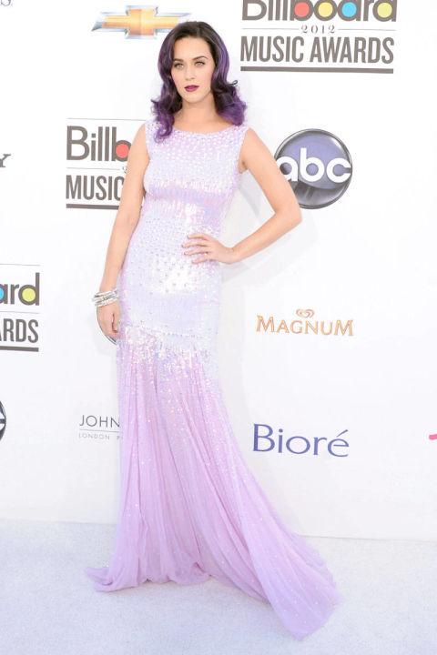 Xuất hiện tại lễ trao giải Billboard Music Awards năm 2012, Katy Perry diện bộ váy ombre của Blumarine đồng điệu với mái tóc màu tím.