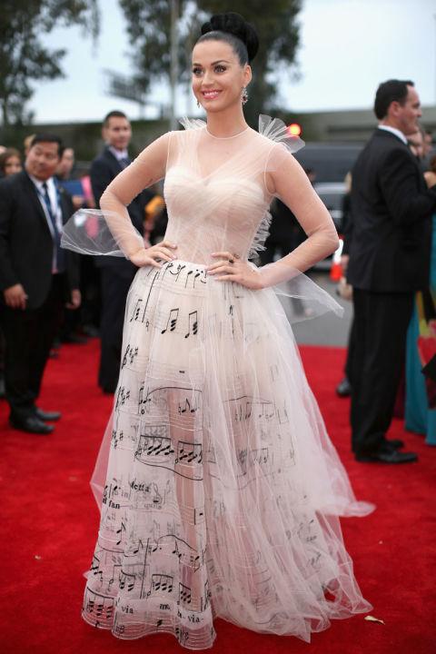 Katy Perry trong trang phục của Valentino tại lễ trao giải Grammy.