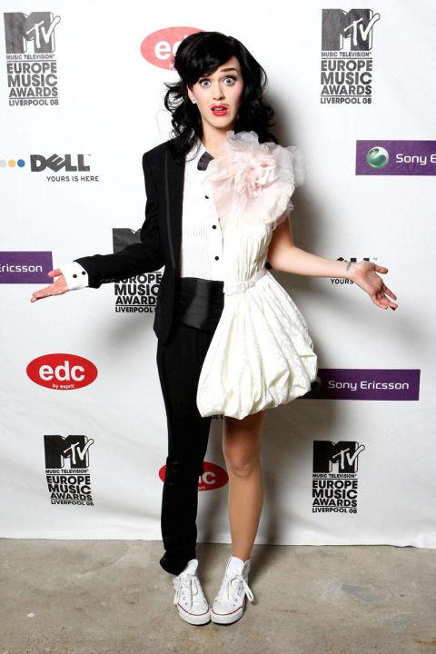 """Đầu tháng 11/2008, cô gây được ấn tượng lớn trên thảm đỏ MTV Europe Music Awards năm 2008 với phong cách khá """"độc"""" với trang phục lưỡng tính cùng make-up rất hiệu quả."""