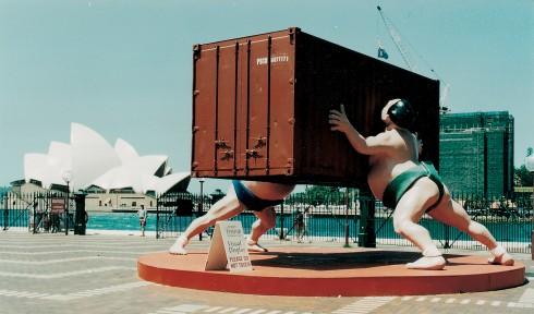 "Một tác phẩm public art ""It takes two"" ở Sydney"