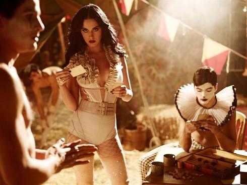 Một buổi chụp ảnh của Katy Perry trên tạp chí ELLE