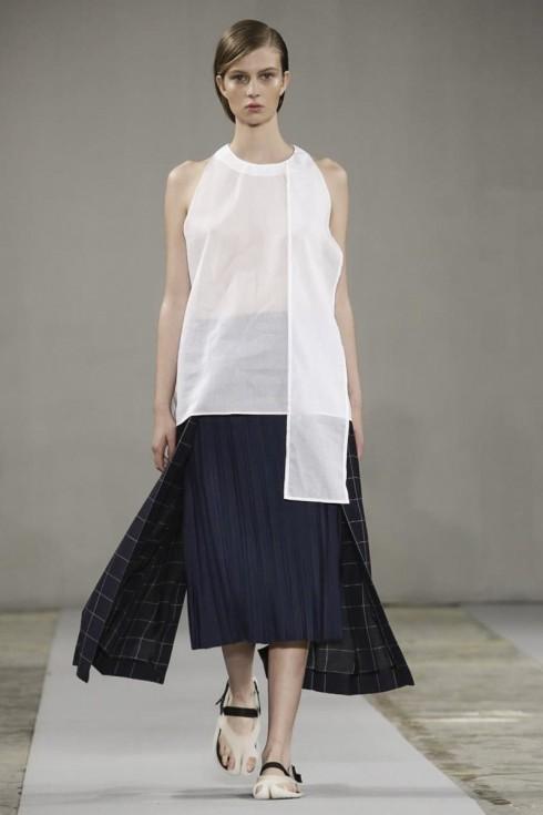 Một mẫu Ready to Wear Spring Summer 2015 Collection tại London của nhà thiết kế Paula Gerbase