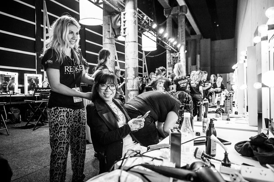 Betty Tran tại hậu trường của Mercedes-Benz Fashion Week tại Melbourne