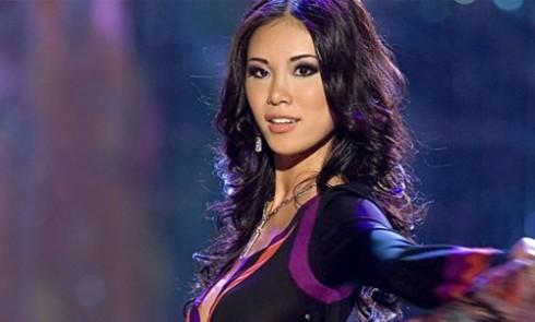 Hoa hậu hoàn vũ 2007 Riyo Mori trên sân khấu đêm đăng quang