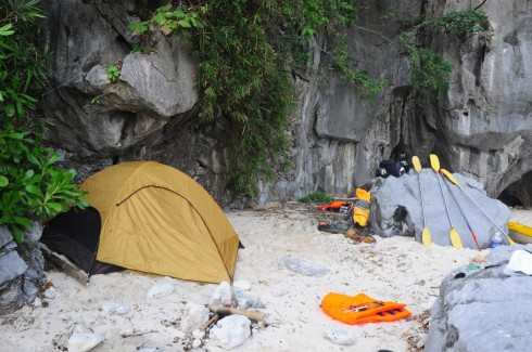 Dựng lều tại đảo