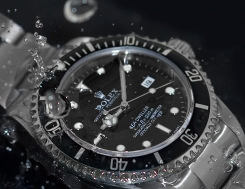 Đồng hồ lặn phải trải qua 2 lần kiểm tra khác nhau.