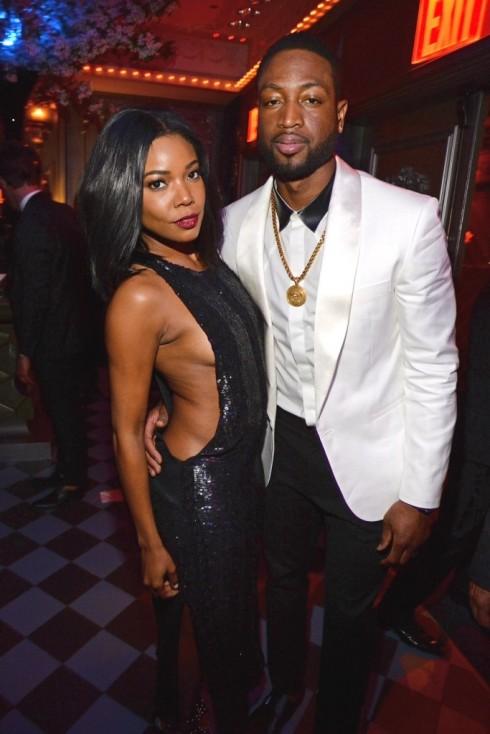 Dwayne Wade lịch lãm trong trang phục và phụ kiện của Versace khi đi dự tiệc của Met Gala cùng 1 người bạn