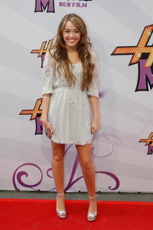 Miley Cyrus khi mới gia nhập Disney. Ca sĩ tuổi teen Hannah Montana tươi trẻ, trong sáng