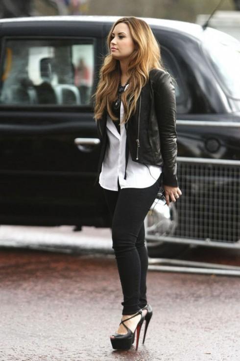Phong cách Street Style của Demi Lovato