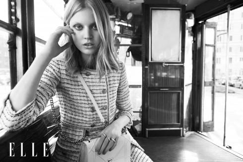 Áo khoác và đầm Chanel, Túi xách Dior, Giày sneakers Bottega Veneta, Hoa tai và nhẫn Paola Grande