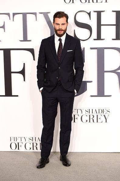 <br/></noscript>Jamie Dornan đẹp nam tính trong một thiết kế của McQueen tại buổi ra mắt phim 50 Shades of Grey tại London.